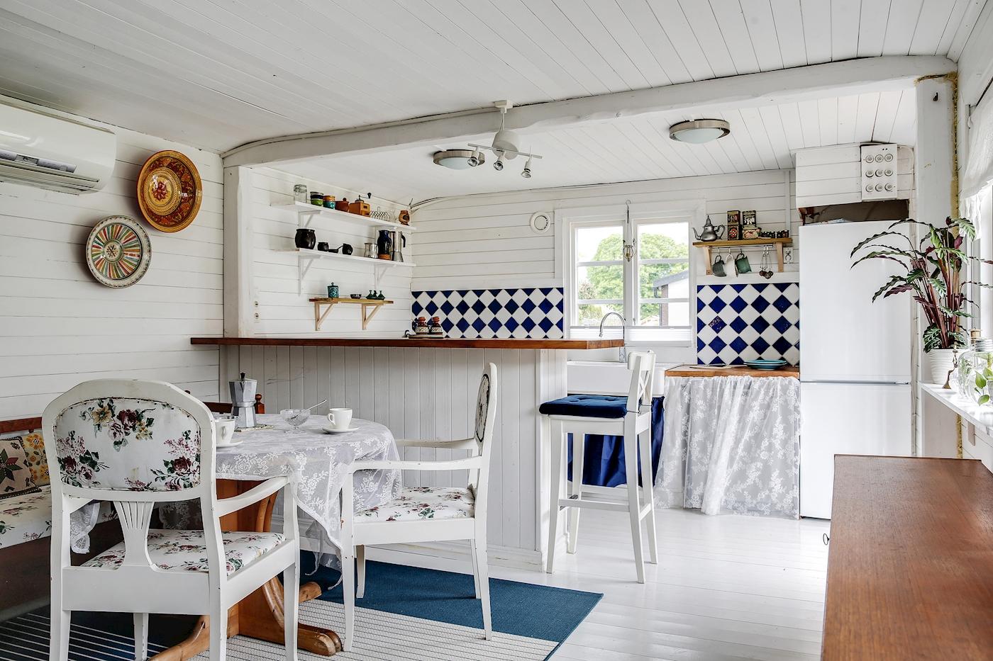 Matplats i anslutning till köket.