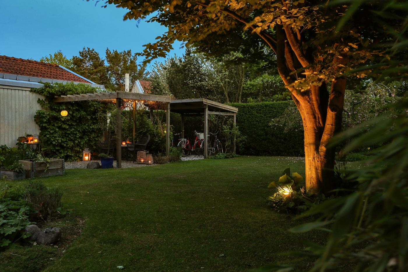 Härliga ytor i den insynsskyddade trädgården.