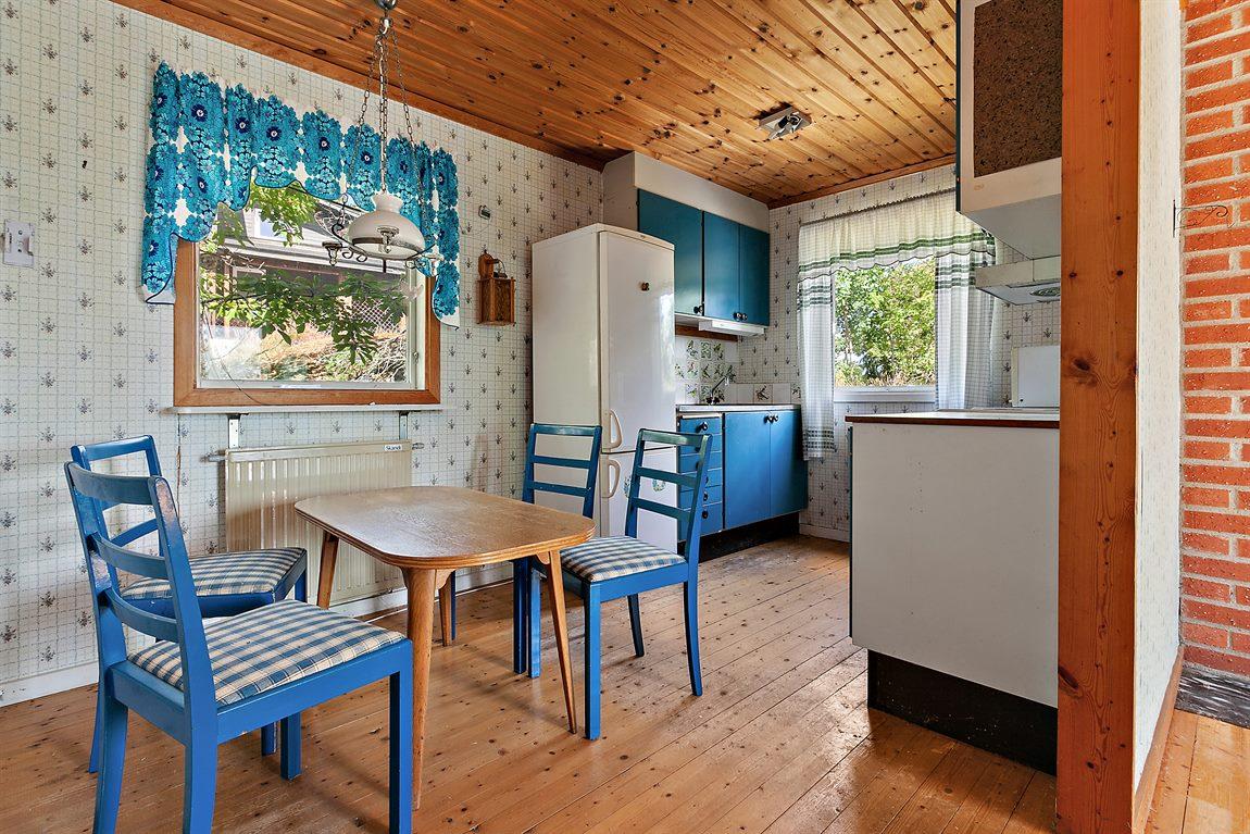 Kök med fönster i två väderstreck