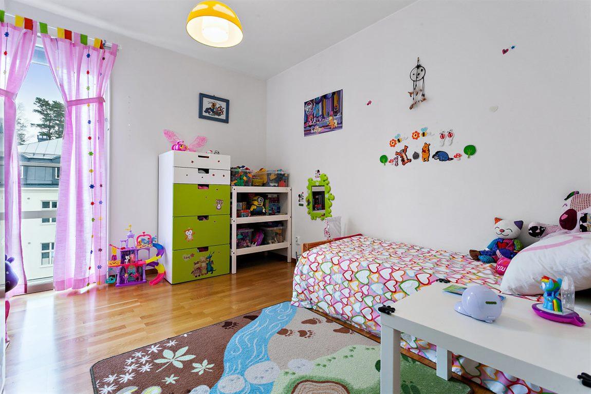 Bra storleksmässigt sovrum 3 med fransk balkong