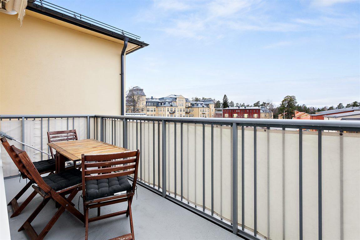 Rejäl balkong 1 i soligt sydvästligt läge och utan insyn