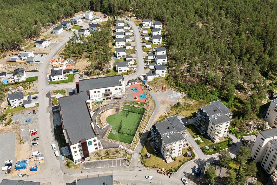 Nybyggda Jensens förskola/skola i anslutning till området